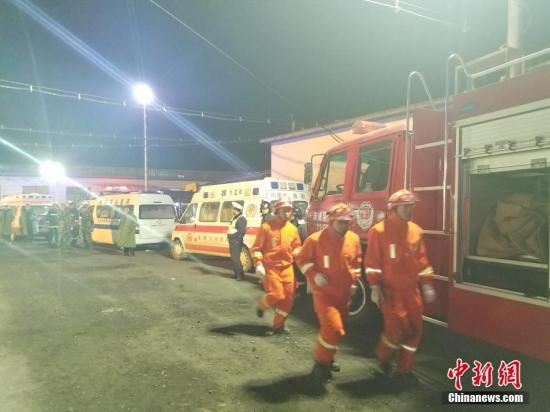 赤峰矿难32名遇难者升井 煤矿安监负责人停职 国务院将问责