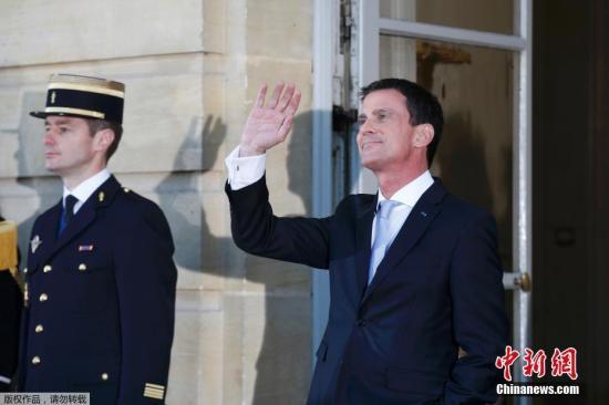 资料图:当地时间2016年12月6日,法国巴黎,决定参加2017年总统选举党内初选的法国总理曼努埃尔・瓦尔斯6日上午递交辞呈。