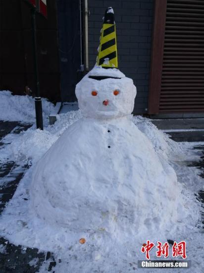 资料图:雪人。张颖 摄