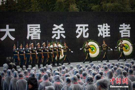 12月13日是第三个南京大搏斗遇难者国度公祭日,公祭典礼在侵华日军南京大搏斗罹难同胞留念馆举办。中新社记者 泱波 摄