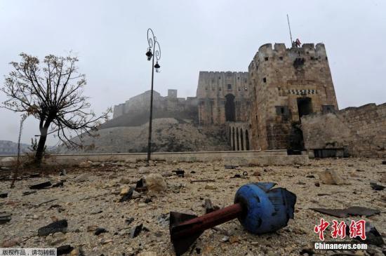 本地时刻2016年12月13日,叙利亚阿勒颇旧城,叙利亚当局军宣告将沦陷4年之久的阿勒颇光复。据悉,叙利亚当局军投入军力3.5万人。而这座千年古城在烽火的残害下曾经沦为废墟。