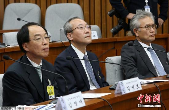 当地时间2016年12月14日,韩国首尔,韩国总统朴槿惠好友崔顺实长期造访的医院负责人Kim Young-jae出席国民议会听证会。