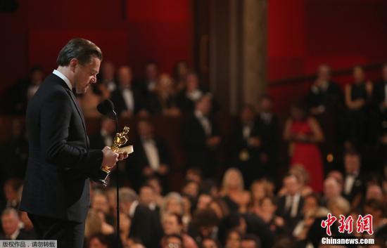 资料图:第88届奥斯卡金像奖颁奖礼开始,莱昂纳多凭借电影《荒野猎人》中的精彩演出最终获得奥斯卡最佳男主角一奖,结束自己22年的奥斯卡陪跑之旅。