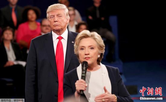 资料图:美国总统特朗普与美国前总统候选人希拉里∙克林顿。