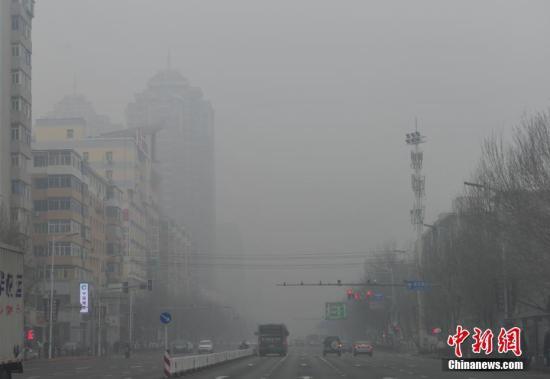 12月19日,辽宁沈阳被雾霾笼罩。当日,沈阳空气质量为重度污染。 记者 于海洋 摄