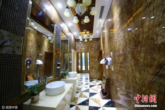 资料图:公共厕所。图片来源:视觉中国