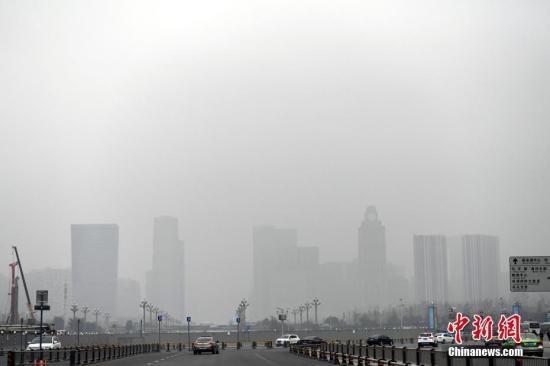 资料图:空气污染。安源 摄