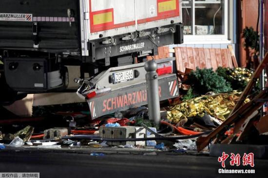 资料图:去年12月19日,阿姆里驾驶一辆卡车,冲入柏林的一个圣诞市集。