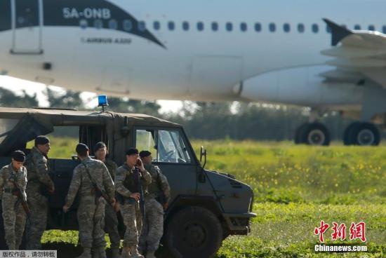 马耳他军队在事发现场。
