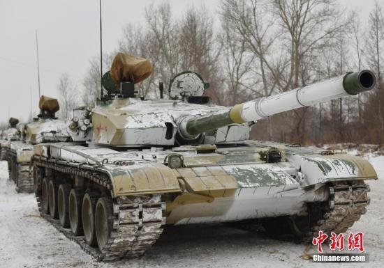 资料图:陆军坦克集群正在机动。<a target='_blank' href='http://www.chinanews.com/'>中新社</a>发 杨再新 摄