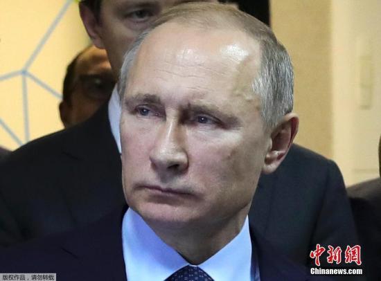 当地时间2016年12月25日,俄罗斯圣彼得堡,俄罗斯总统普京陪同哈萨克斯坦总统纳扎尔巴耶夫参观Diakon厂后,就俄飞机坠入黑海发表声明,他宣布12月26日为全国哀悼日。