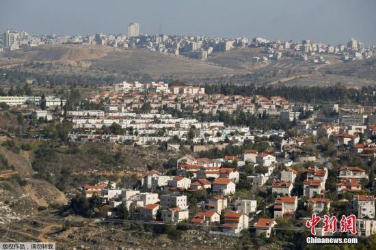 资料图:当地时间2016年12月28日,约旦河西岸耶路撒冷附近,以色列新犹太人定居点正在建设当中。