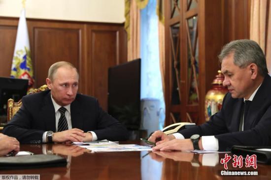 当地时间2016年12月29日,普京在接见俄外长拉夫罗夫和国防部长绍伊古时表示,已签署关于准备开启叙利亚和谈的声明。