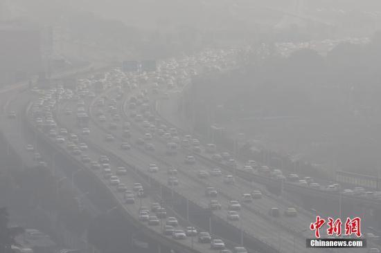 1月1日,南京城笼罩在雾霾中。 <a target='_blank' href='http://www.chinanews.com/'>中新社</a>记者 泱波 摄