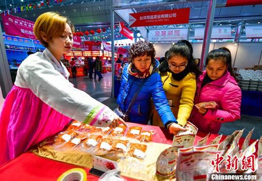 资料图:新疆年货博览会彰显国际范儿。刘新 摄