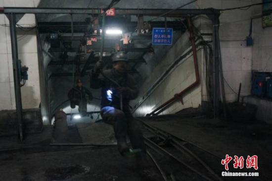 资料图:1月5日,河南登封市兴峪煤矿煤与瓦斯突出事故。