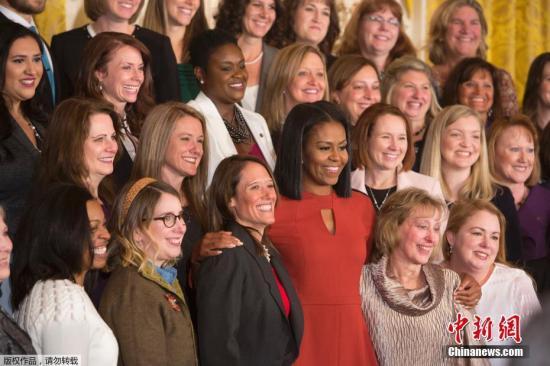 当地时间2017年1月6日,美国华盛顿,美国第一夫人米歇尔出席最后一次年度最佳校园辅导员白宫颁奖典礼,称成为第一夫人是此生最大的荣耀。