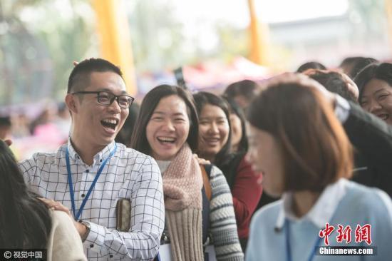 资料图 相亲活动 安东 摄 图片来源:视觉中国