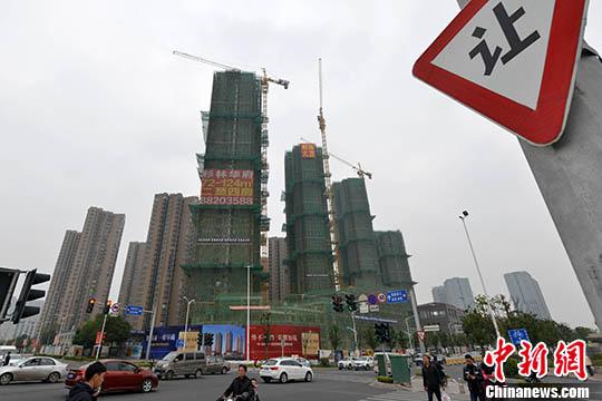 资料图;一处商品房在建中。 <a target='_blank' href='http://www.chinanews.com/'>中新社</a>记者 吕明 摄