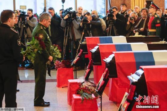 资料图:当地时间1月16日,俄国防部失事飞机图-154遇难者葬礼举行。