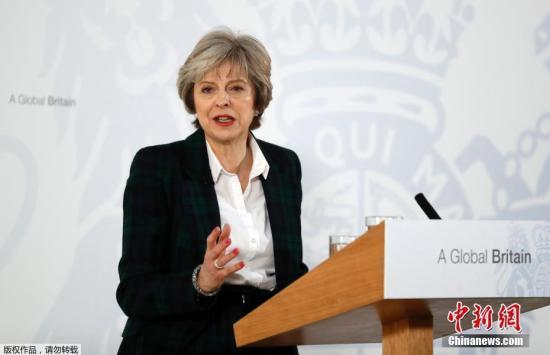 """当地时间1月17日,英国首相特里莎・梅就英国脱欧方案发表演讲,公布较为清晰的""""脱欧路线图""""。这是英国2016年6月份公投脱欧之后、首次给出明确的""""脱欧路线图""""。她表示为赢得边界控制权不惜退出欧洲共同市场,并直言不讳地表达了将会彻底脱离欧盟的态度。欧洲多国对此反应不一,德国外长表示欢迎,而捷克官员则称方案""""野心勃勃""""。"""