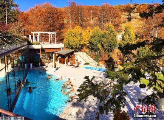 里戈皮亚诺酒店位于阿布鲁佐大区佩斯卡拉省的格兰萨索山(Gran Sasso)附近,海拔1200米。这座四层楼高的四星级酒店共有43个房间。(资料图)