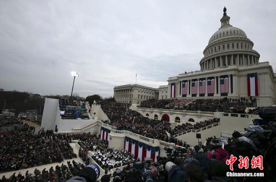 当地时间1月20日,唐纳德・特朗普在美国国会宣誓就职,正式成为美国第45任总统。