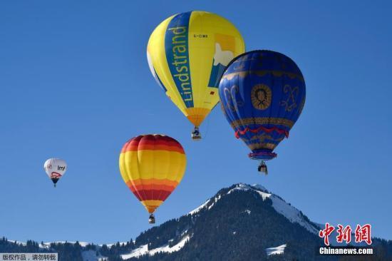 资料图片:热气球。
