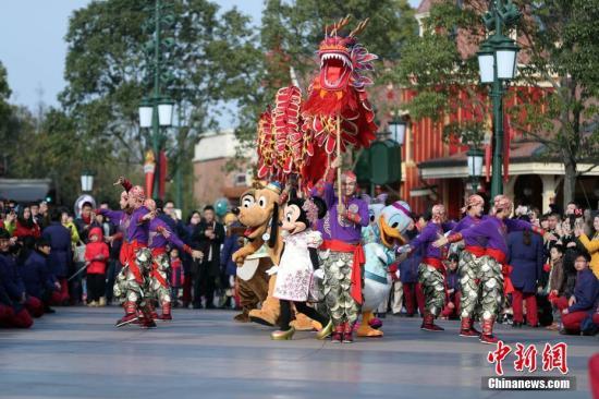 上海迪士尼接待中外游客逾1300万人次有望首年盈利