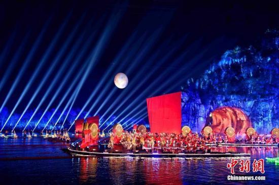 图为2017年1月28日,春晚桂林分会场现场。中新社记者 唐梦宪 摄