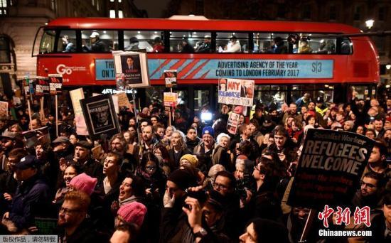 1月30日,大批民众走上伦敦街头,抗议美国总统特朗普日前公布的难民和移民新政。