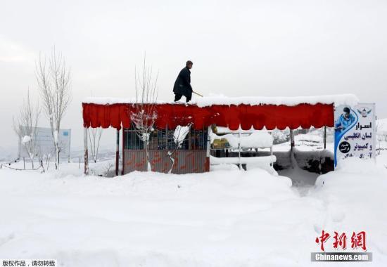 股票配资 时刻2月5日,阿富汗喀布尔被大雪笼罩。