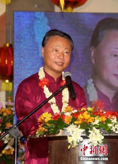 2月6日,菲律宾华社各团体新春联欢晚会在马尼拉举行,中国驻菲律宾大使赵鉴华出席并致辞。图为赵鉴华大使致辞。 中新社记者 张明 摄