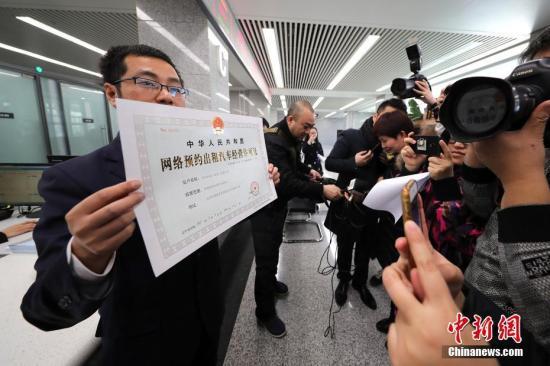 北京上海等73城发网约车细则 多家平台获经营许可
