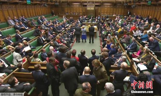 """当地时间2月8日晚,英国议会下议院投票通过政府提交的""""脱欧""""法案,并将法案移交给上议院审议。英国舆论普遍认为,上议院不会阻挠法案,如无意外,英国将在3月底之前如期启动""""脱欧""""程序。"""