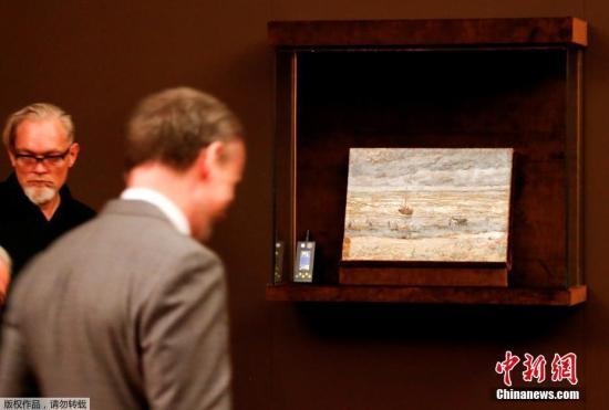2012年12月,窃贼利用梯子和绳索从楼顶潜入荷兰首都阿姆斯特丹市中心戒备森严的梵高博物馆,盗窃了这两幅画作。直到去年9月意大利警方在斯塔比亚海堡区域搜查在逃大毒枭拉斐尔·因佩里亚莱的居所时才被发现。