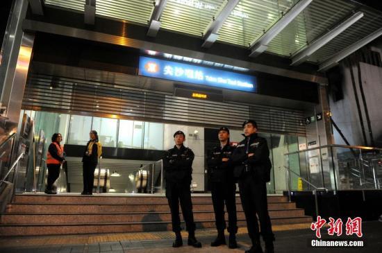 大批警察到场调查。中新社记者 谭达明 摄