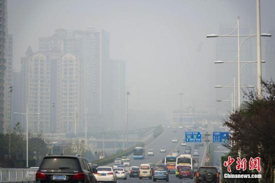 资料图:空气重污染。 胡超群 摄
