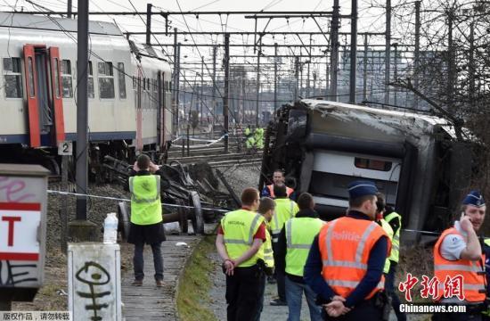 资料图:比利时鲁汶市市长托巴克2月18日证实,由首都布鲁塞尔以东约25公里的鲁汶火车站开往德潘讷的一列火车当天发生脱轨侧翻事故。