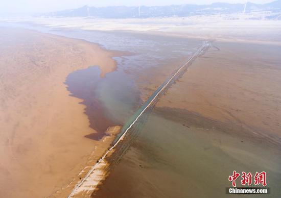 2月18日,航拍已修复完工的鄱阳湖千眼桥。傅建斌 摄