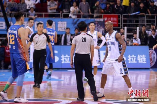 北京首钢队在比赛。 中新社记者 韩海丹 摄