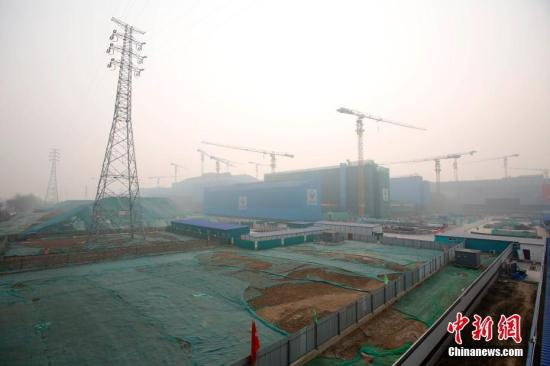 北京城市副中心建设工地一派繁忙。(资料图)中新社记者 韩海丹 摄