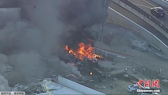 当地时间2月21日早上,一架载有5人的包机坠毁在位于澳大利亚墨尔本伊森顿机场附近的一个商场。