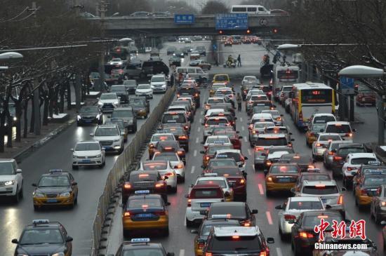资料图:北京晚高峰车流。中新网记者 金硕 摄