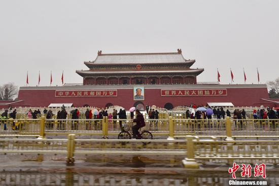 2月21日,北京多个地区迎来降雪天气。记者 金硕 摄