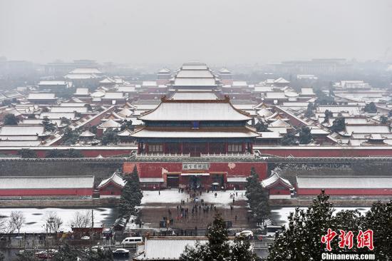 图为雪中的故宫博物院。记者 金硕 摄