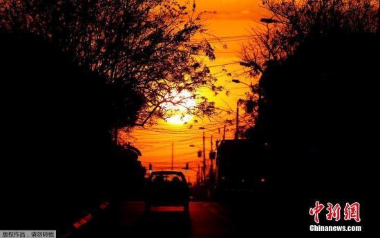 哥斯达黎加圣何塞市的日落美景宛如油画。