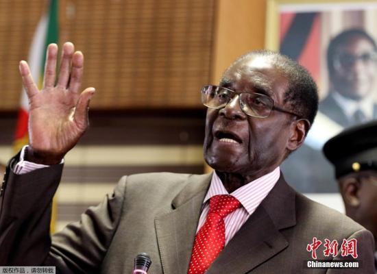 图为津巴布韦总统穆加贝。