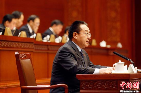2月22日,十二届全国人大常委会第二十六次会议在北京人民大会堂举行,红十字会法修订草案第三次提请全国人大常委会审议。中新社记者 盛佳鹏 摄