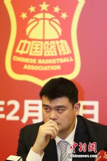 2月23日,姚明出席记者会。当日,中国篮球协会第九届全国代表大会在北京举行,姚明当选新一届中国篮协主席。 <a target='_blank' href='http://www.chinanews.com/'>中新社</a>记者 韩海丹 摄